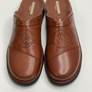 Collection by Clark's shoes size 10 dark tan